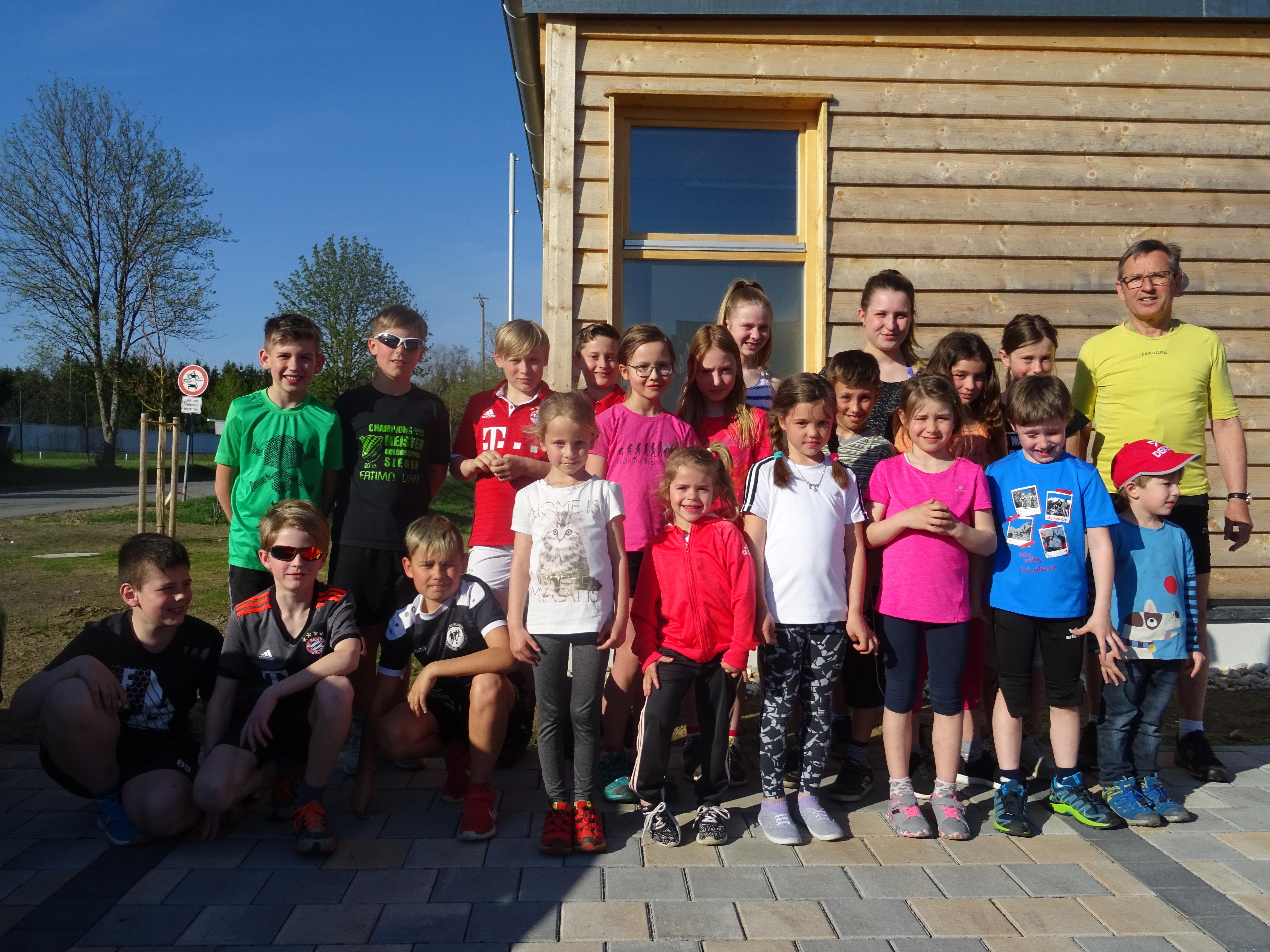 Gleichzeitig zu Lauf10! trainiert auch am Donnerstag die Kindergruppe von Sepp Erhard am Wander- und Loipenzentrum. Foto: Nordic Team Klingenbrunn
